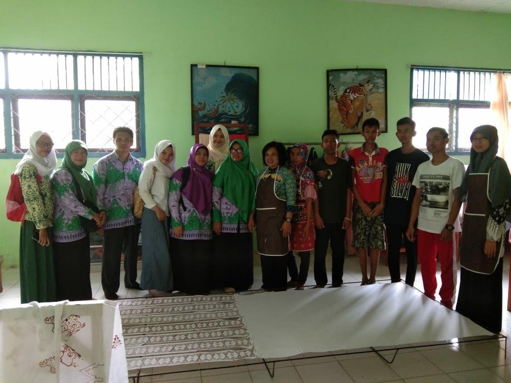 Kunjungan Kewirausahaan Ke Sanggar Batik Abekhu SLBN Lampung Timur